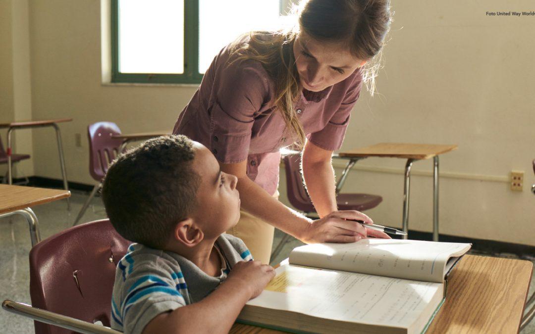Junto A Fundación Sura, Pensamos Sobre Las Escuelas Y Docentes Que Necesita El Futuro