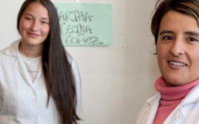 Profe Adriana Recibe Premio Compartir Al Maestro Por Estrategia Innovadora